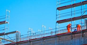 Mesmo em ritmo menor, construção segue demitindo em abril